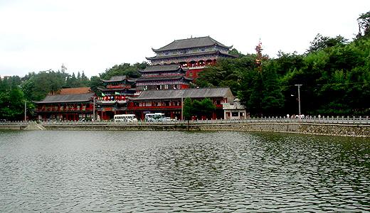 九宮山の観光施設を改造、エスカレート