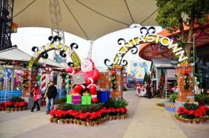 武漢歓楽谷でクリスマスパレード!